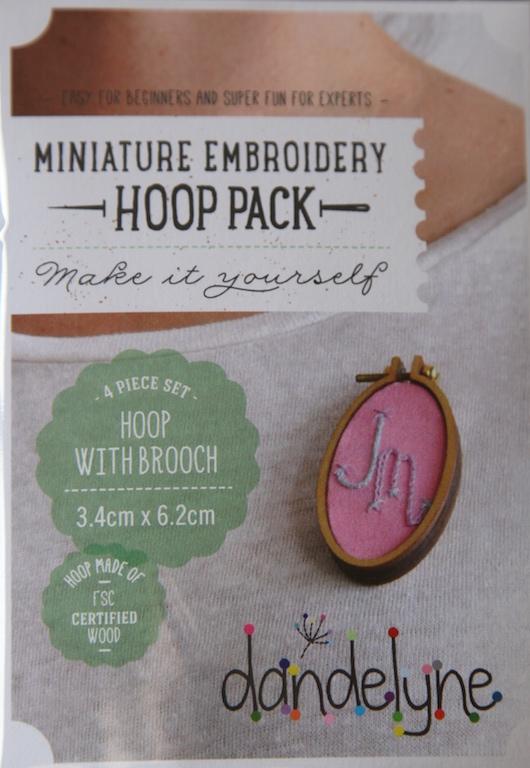 3.4cm x 6.2cm Large vertical oval hoop frame set with brooch back