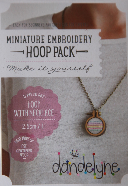 "1""/2.5cm hoop frame set with necklace"