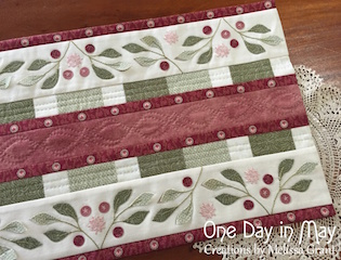 'Lilly Pilly' tablerunner